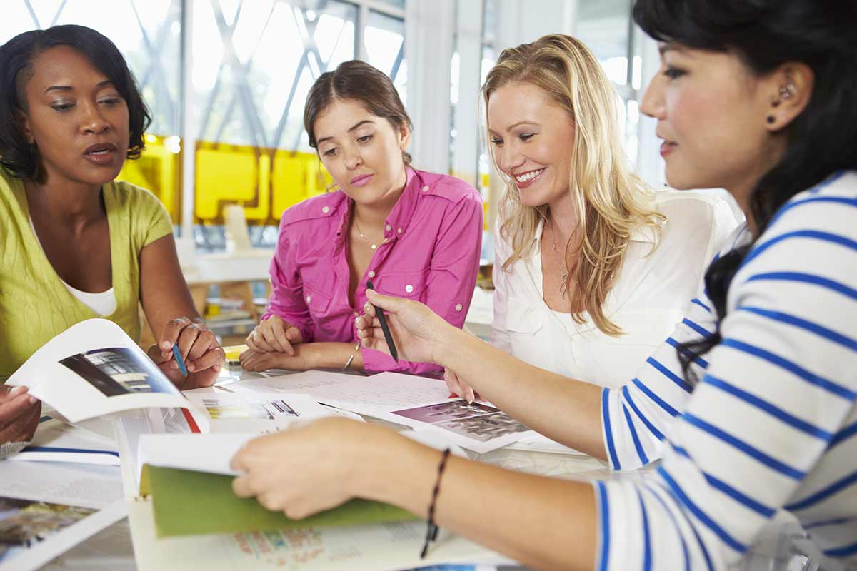 group-of-women-meeting-in-creative-office-P4F8DZR