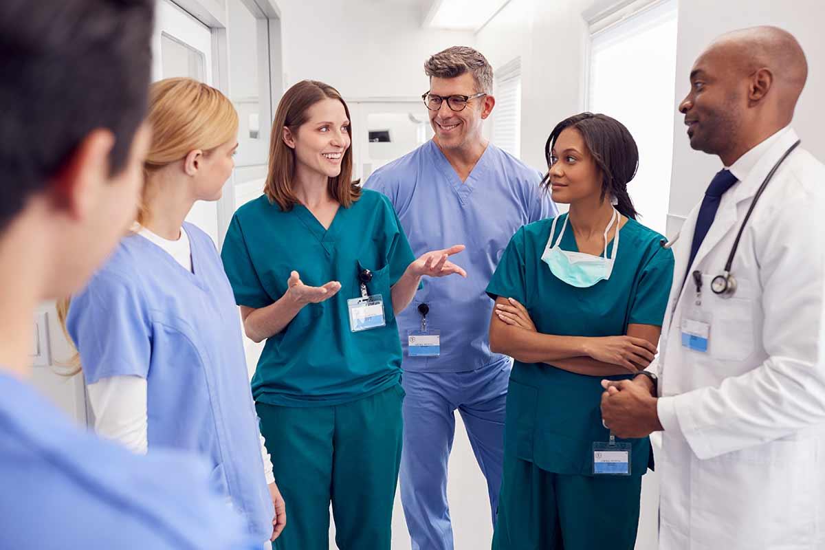 multi-cultural-medical-team-having-meeting-in-JUWP2SP